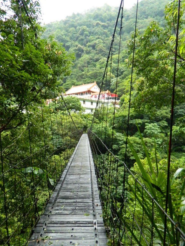 Подвесной мост к храму Changuang, Тайвань