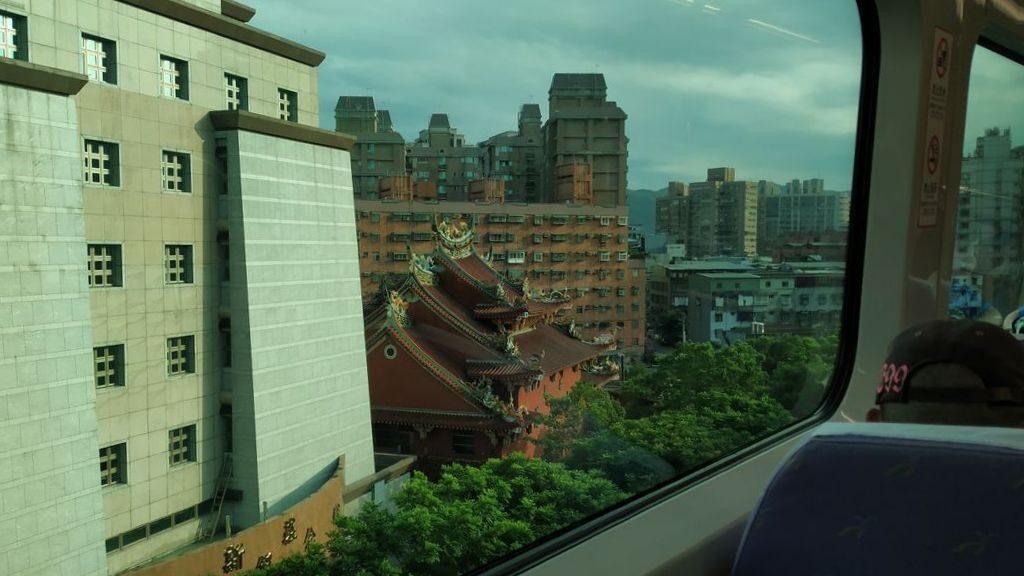На поезде из аэропорта Тайбэя