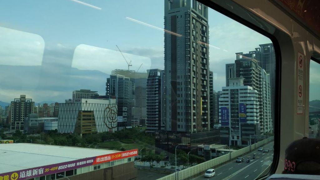 Вид на Тайбэй с аэро-экспресса, Тайвань