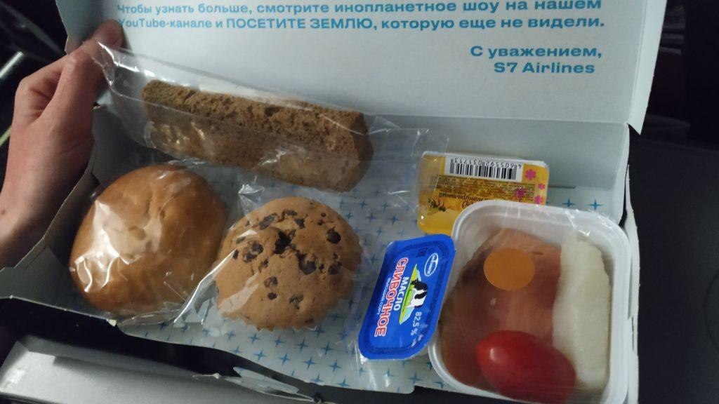 Еда в самолёте на маршруте Владивосток - Тайбэй