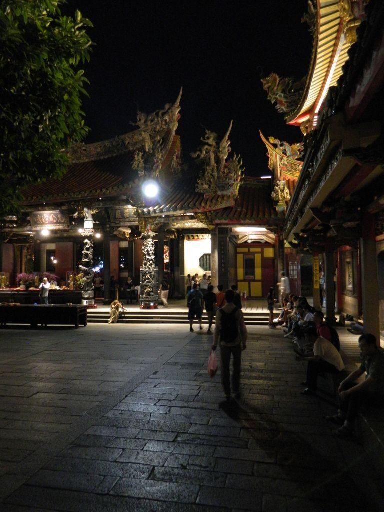 Достопримечательности Тайбэя - храм Луншань
