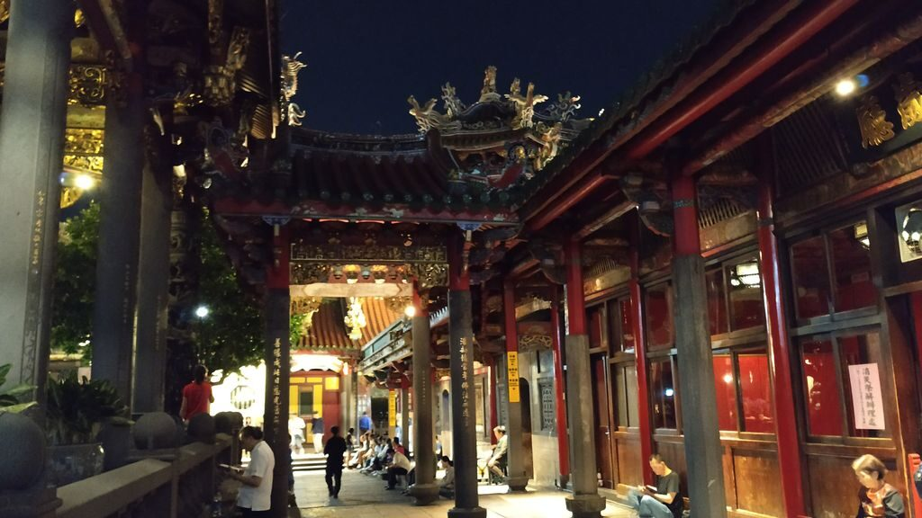 Внутренние дворики Lungshan Temple, Тайбэй