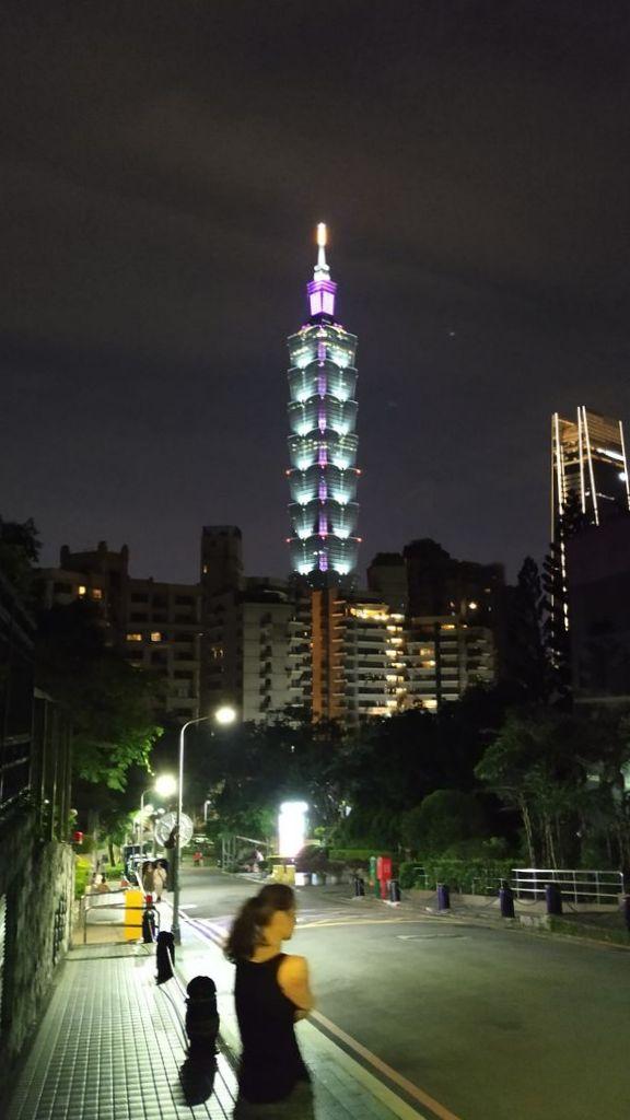 Башня 101 с ночной подсветкой, Тайвань