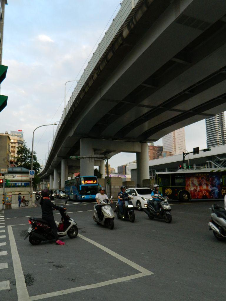 На дорогах Тайбэя, транспорт на Тайване