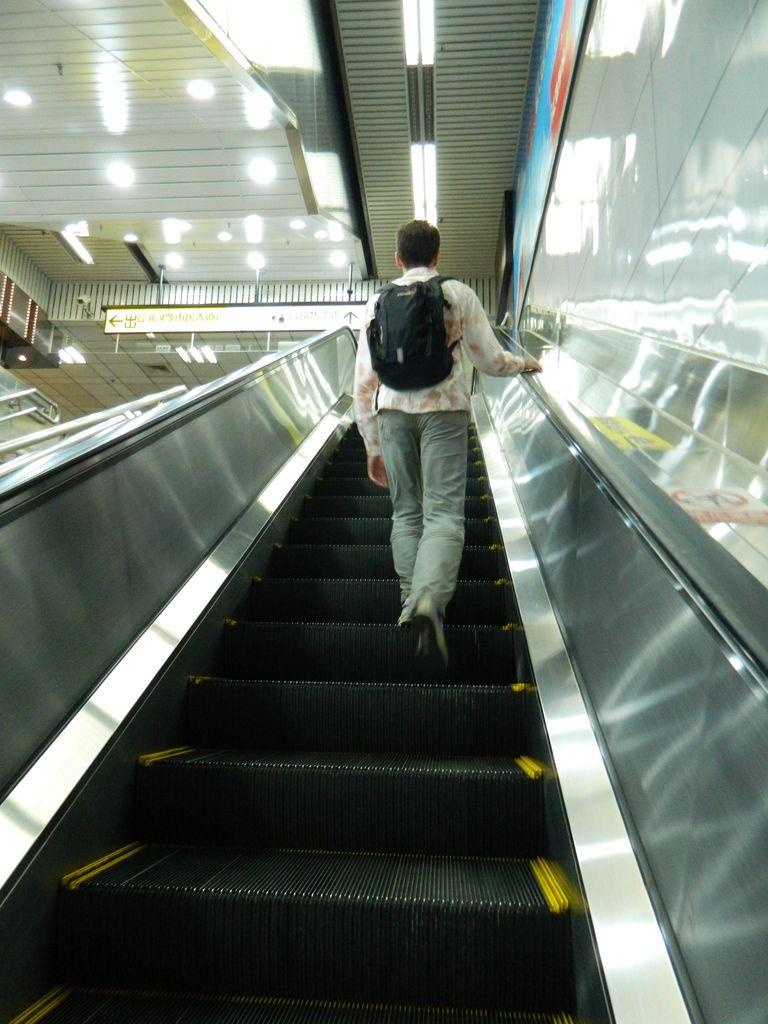 Эскалатор в метро Тайбэя