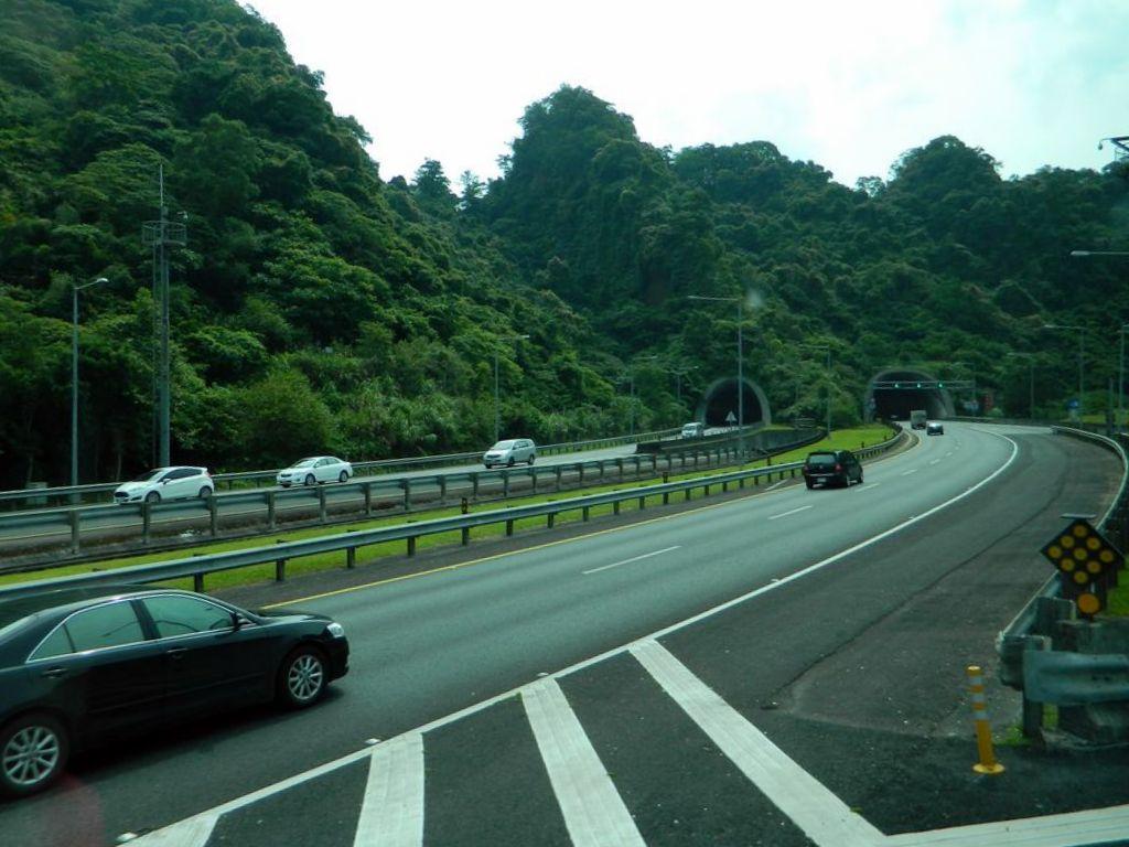 Въезд в один из многочисленных тоннелей, Тайвань