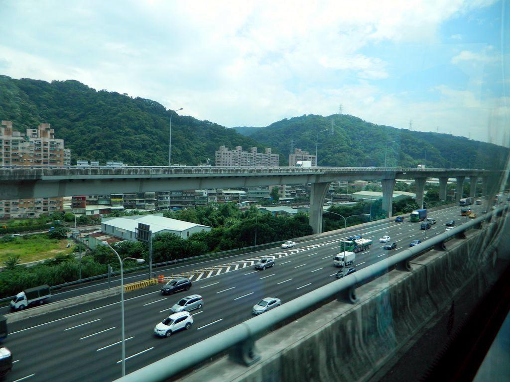 Автомобильные эстакады, транспорт на Тайваня