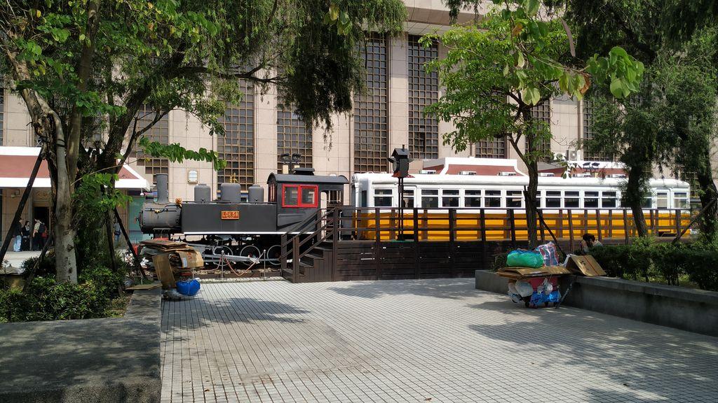 Возле главного вокзала в Тайбэе