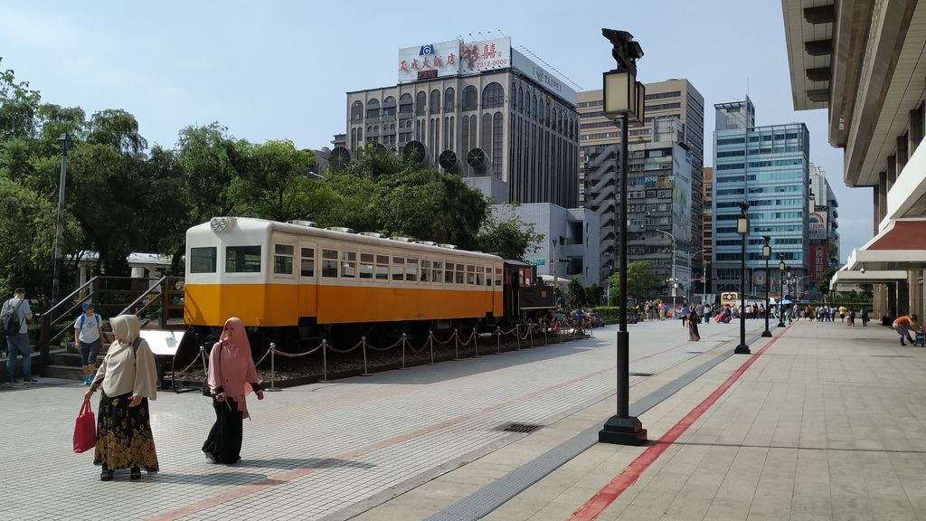 Площадь перед главным вокзалом Тайбэя