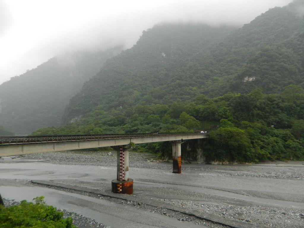 Мост Jinwen через реку Liwu в Тароко, Тайвань