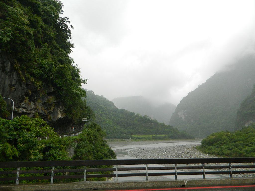 Начало всех маршрутов в парке Тароко - мост Jinwen, Тайвань