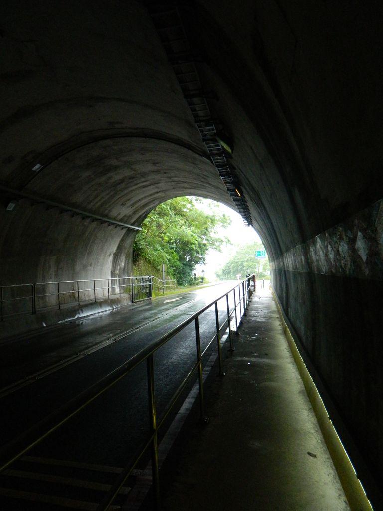 Тоннель на маршруте в национальном парке Тароко, Тайвань