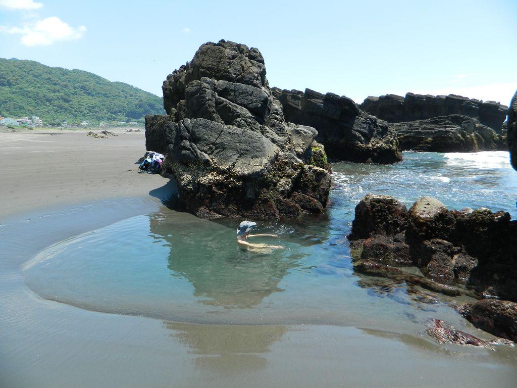 Естественный бассейн на пляже