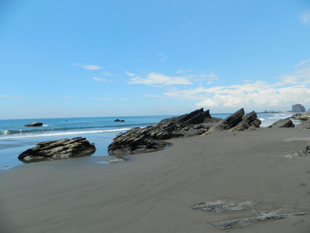 Пляж с чёрным песком на Тайване