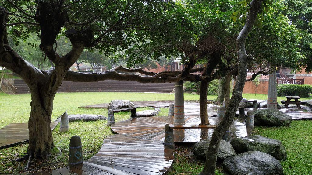 Зона для отдыха возле центра для посетителей парка Тароко, Тайвань