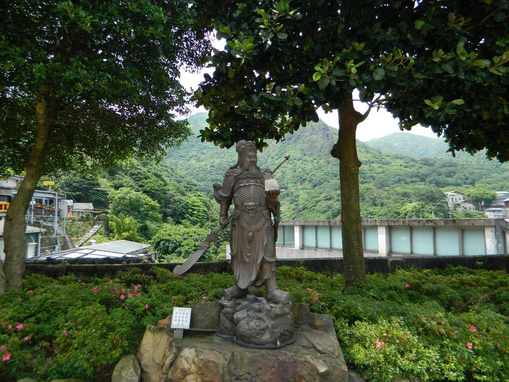 Статуя во дворе храма Quanjitang, Тайвань