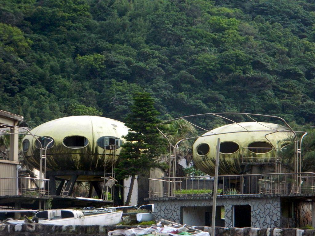 Футуристические дома, напоминающие летающие тарелки, Тайвань
