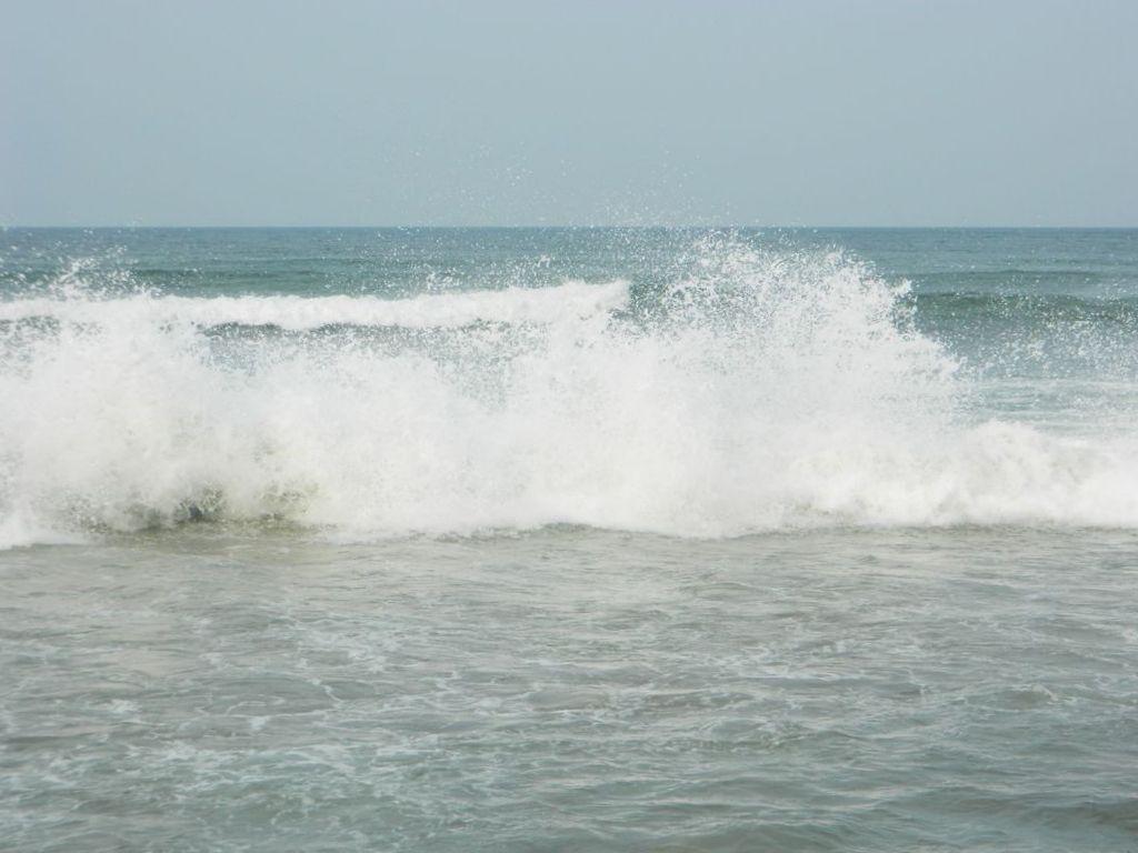 Волны на пляже Тайваня