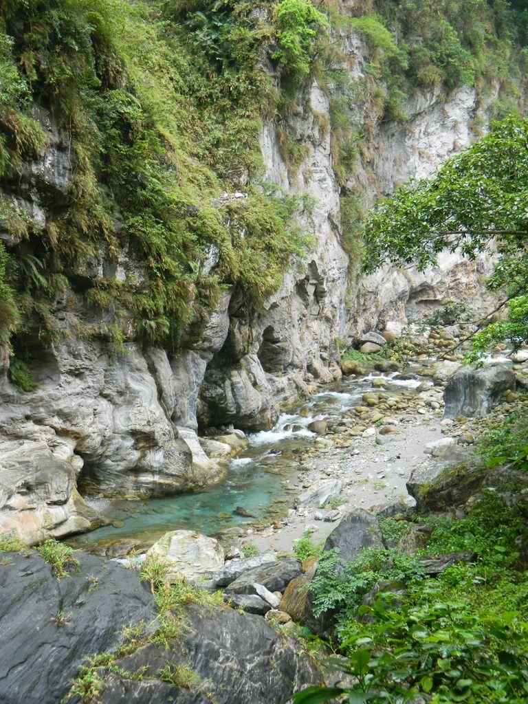 Горная речка в ущелье Тароко, Тайвань