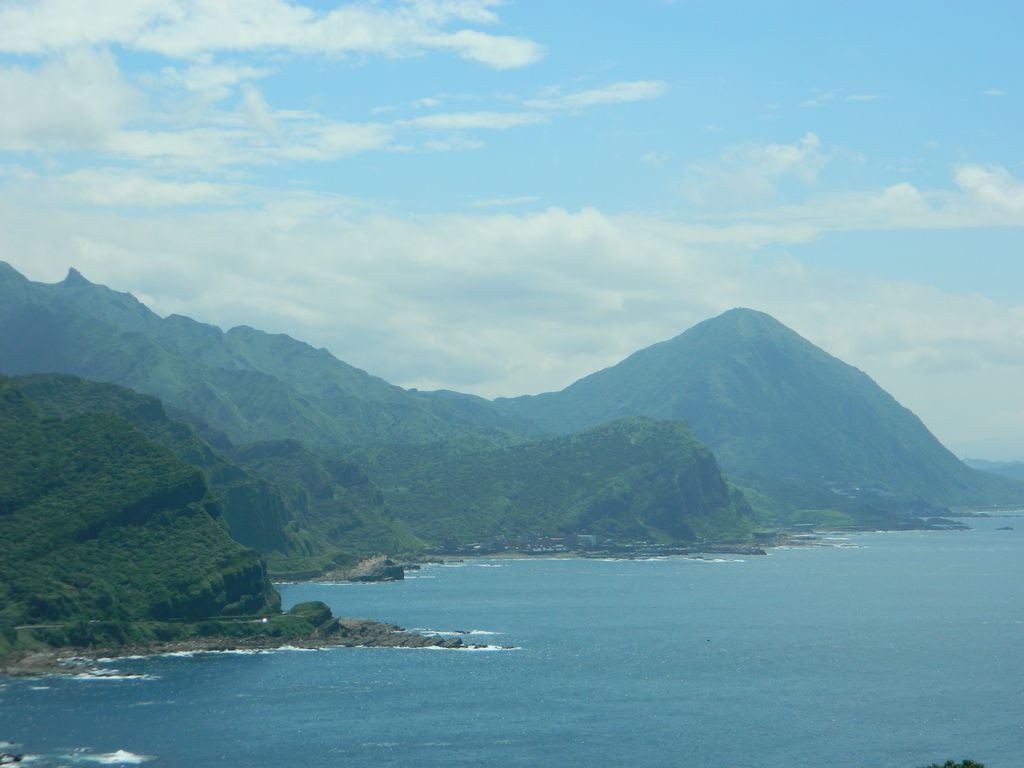 Вид на северо-восточное побережье Тайваня со смотровой площадки парка Bitoujiao
