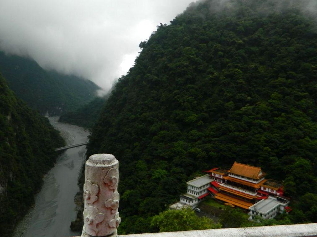 Вид на Changuang Temple с Колокольной башни, Тайвань