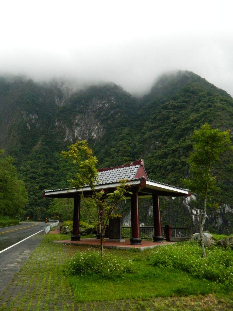 Беседка для отдыха в Национальном парке Тароко, Тайвань