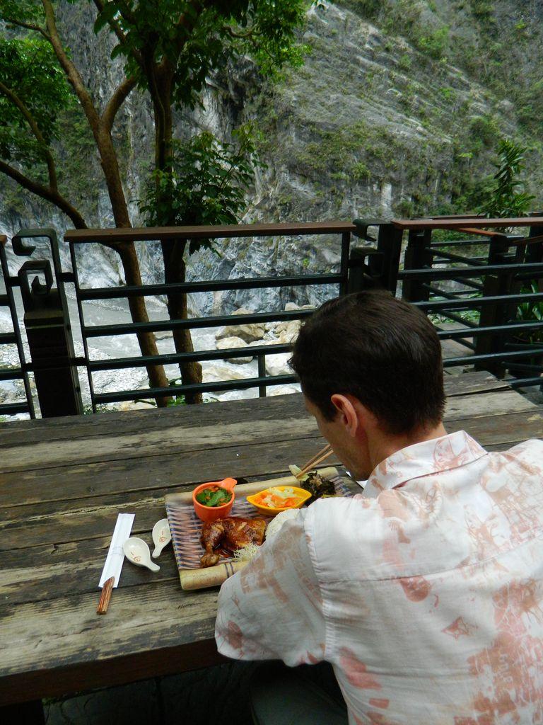 Обед с видом на ущелье, Тайвань