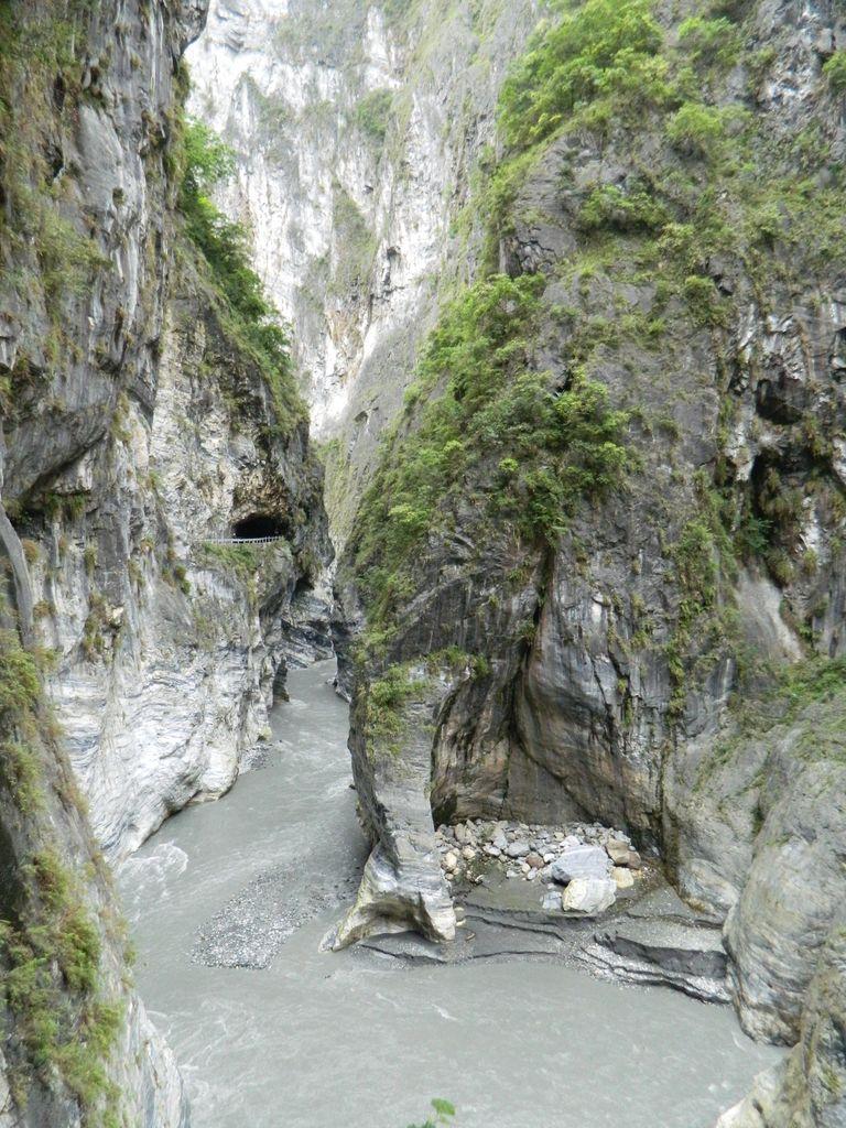 Река Liwu среди скал, Тароко