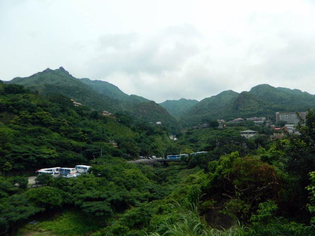 Тропа в окружении гор, Тайвань