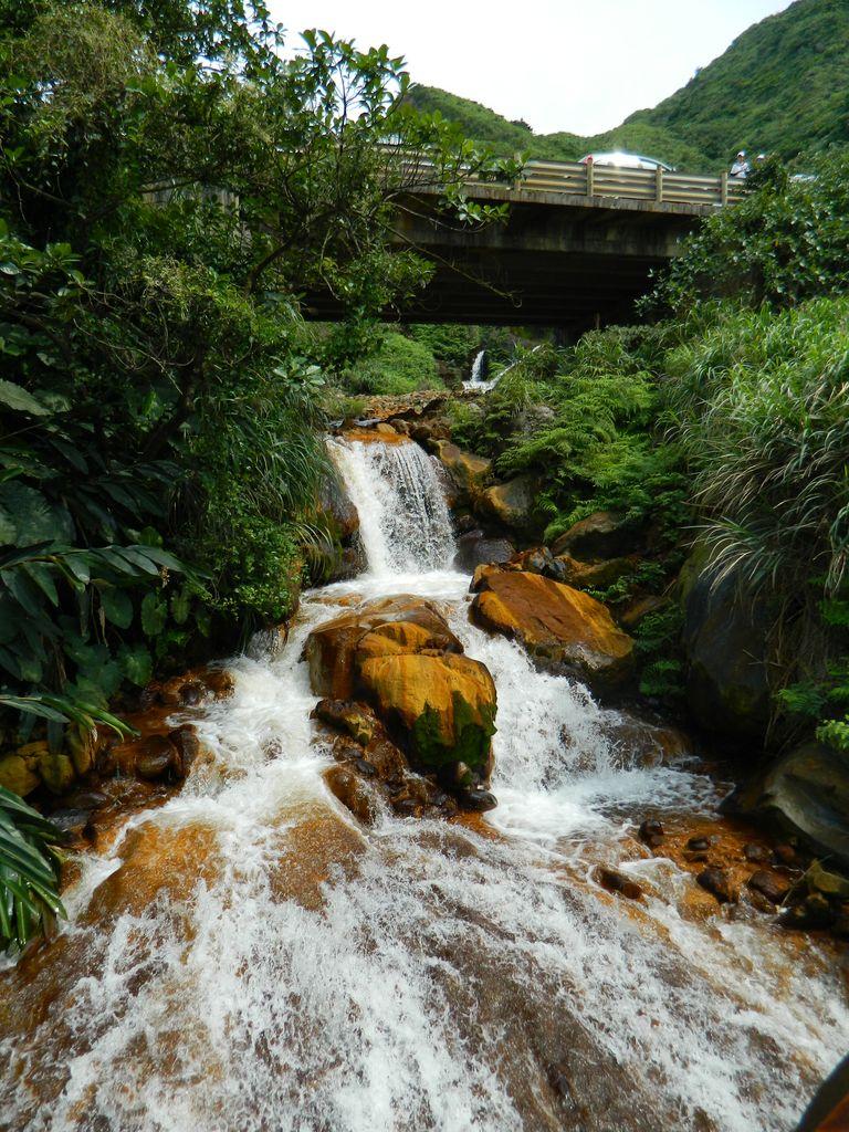 Небольшой водопадик на пути к морю Инь и Ян, Тайвань