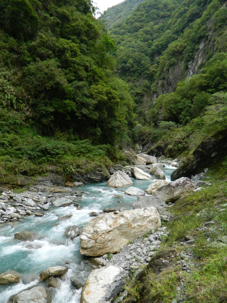 Горная река на маршруте в Тароко, Тайвань
