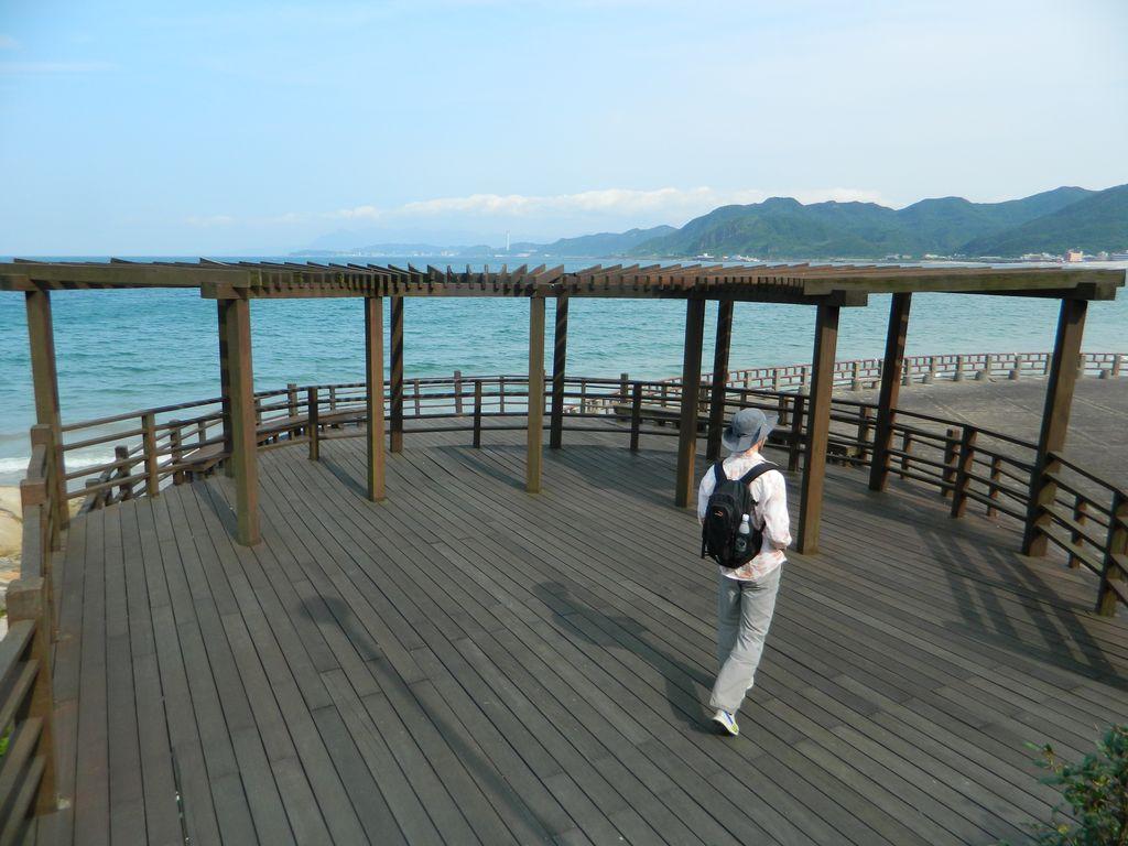Деревянная площадка возле Shijiao Beach, Тайвань